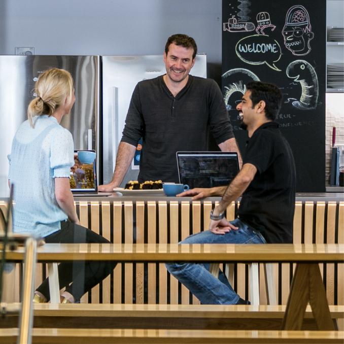 Xero-Slack-Customer-Photo-people-chatting