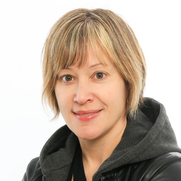 Headshot photo of Amy Farrow