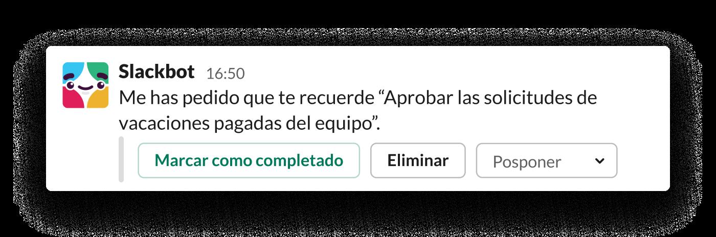 Un recordatorio de Slackbot indica a una gerente que debe aprobar las vacaciones pagadas de su equipo.