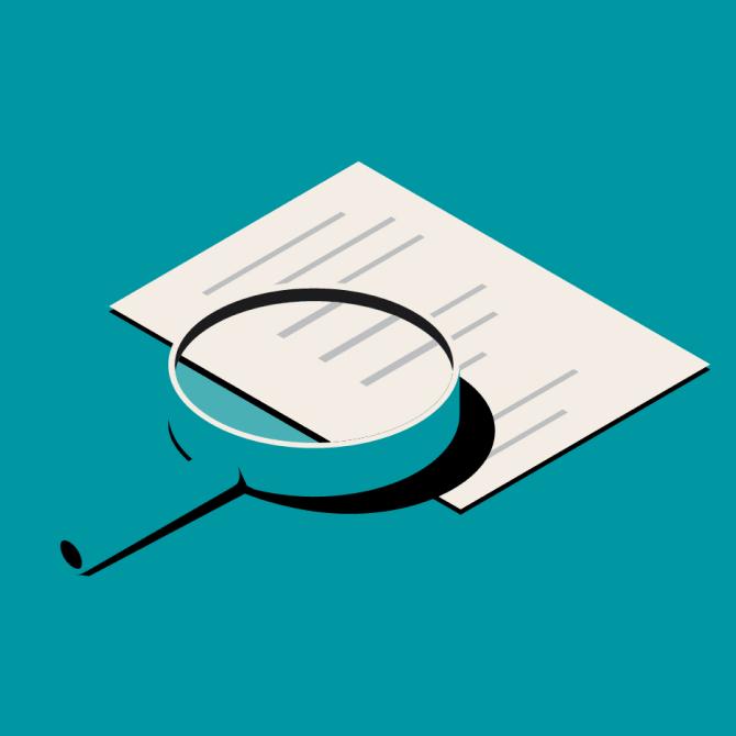 文書の上に置かれている虫眼鏡