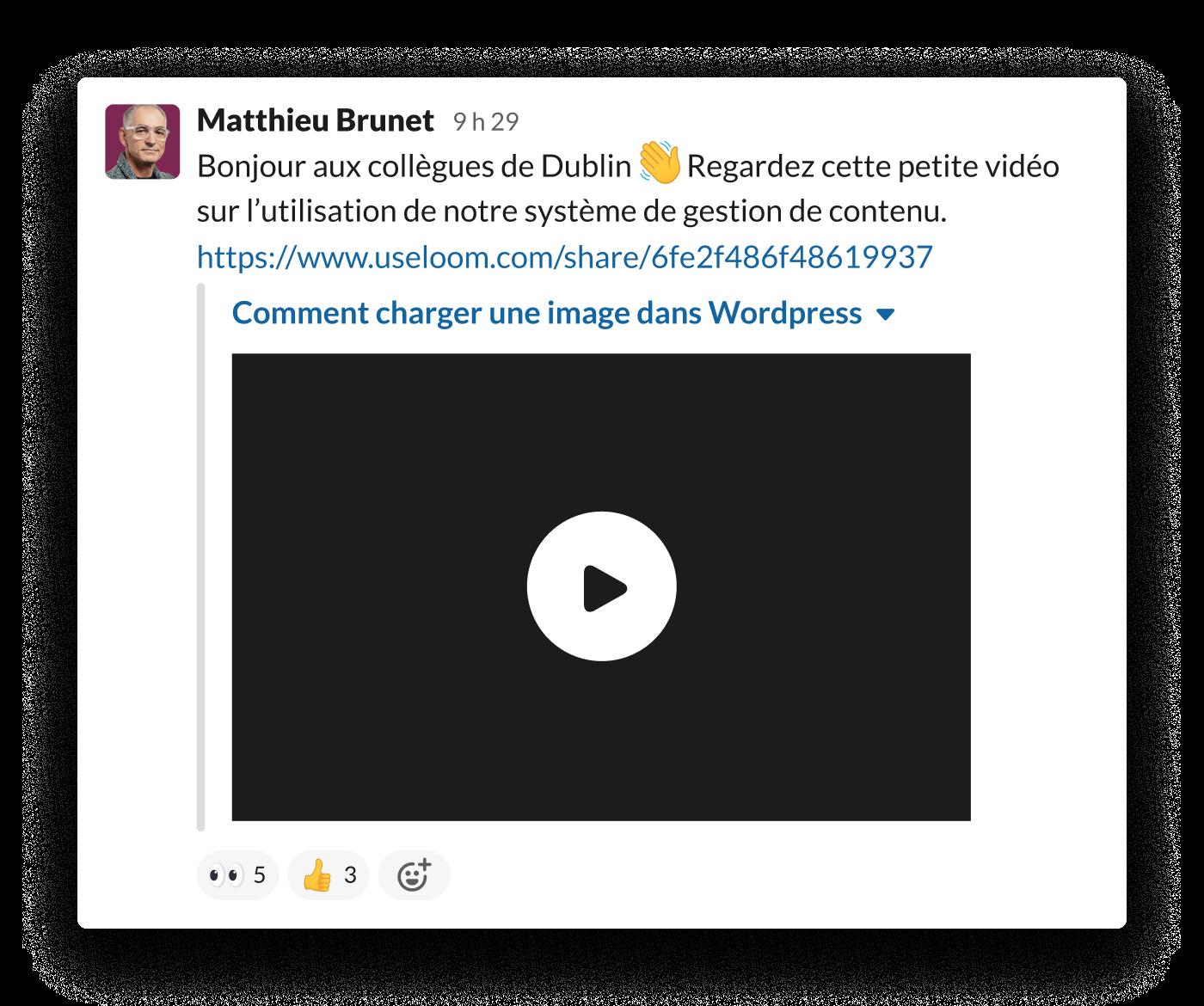 Un salarié partage une vidéo Loom dans Slack pour montrer comment utiliser le système de gestion des contenus de l'équipe