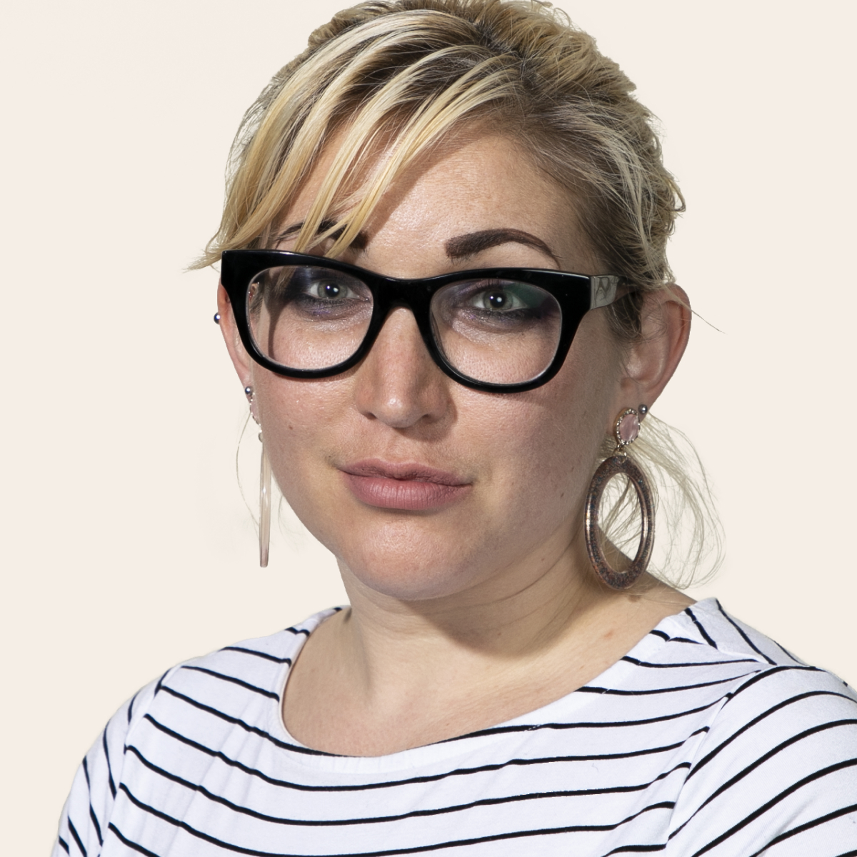 Headshot photo of Vivienne Pustell